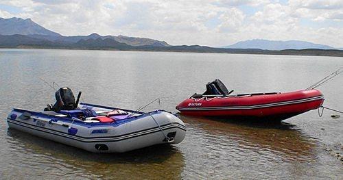 надувная лодка из пвх на море